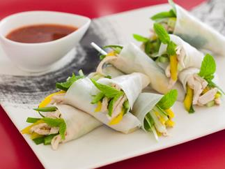 Chicken rice paper rolls with mango