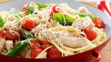 Linguine with chicken and roasted tomatoes
