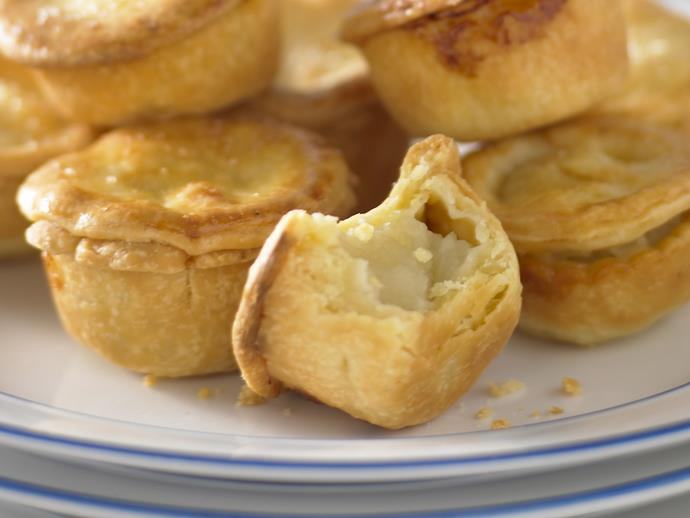 "These [bite-sized mini apple pies](https://www.womensweeklyfood.com.au/recipes/mini-apple-pies-27057|target=""_blank"") are perfect for parties, coffee time or dessert. Sprinkle with cinnamon for extra taste."