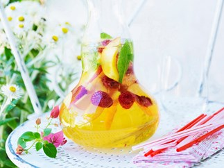 white summer sangria