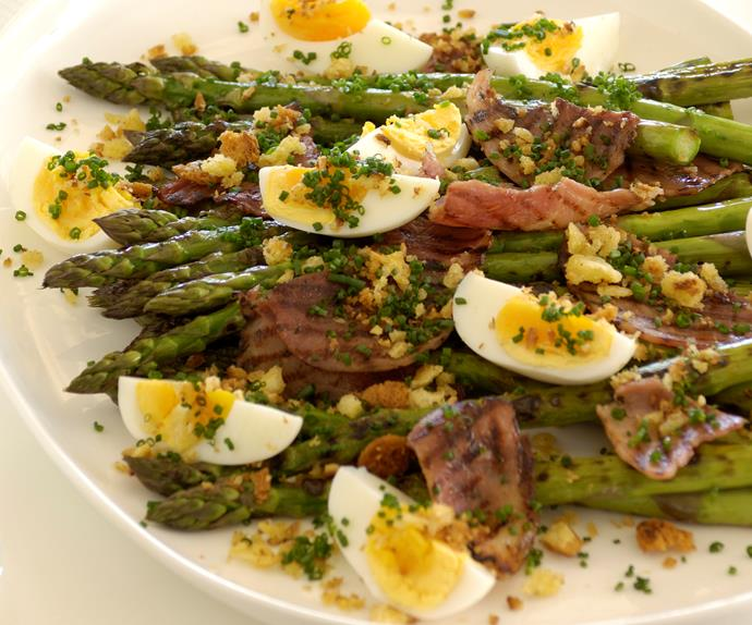 Aparagus with ham, eggs and garlic crumbs