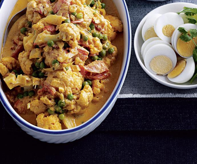 CAULIFLOWER AND GREEN PEA CURRY
