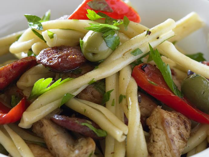 """**[Chicken, chorizo and capsicum pasta](https://www.womensweeklyfood.com.au/recipes/chicken-chorizo-and-capsicum-pasta-27160 target=""""_blank"""")**  This tasty caserecci pasta will be ready to eat in just 30 minutes. Enjoy salty green olives and spicy chorizo with capsicum and chicken in this healthy Italian dish."""