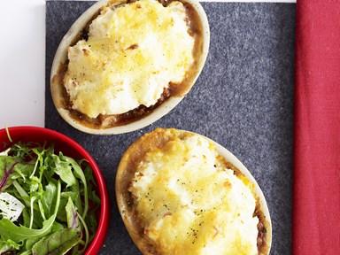 Mini shepherd's pies with cheesy potato topping