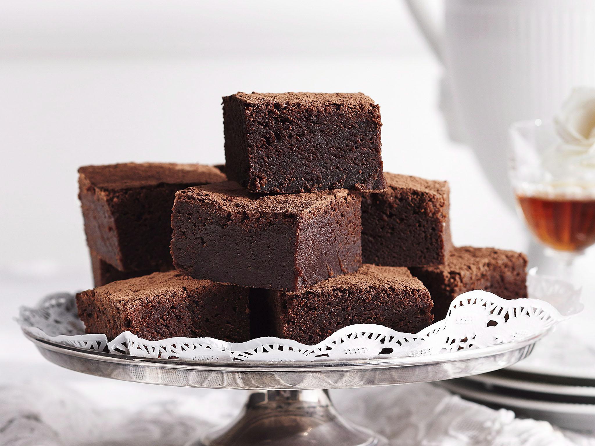 White Chocolate Fudge Mud Cake Recipe