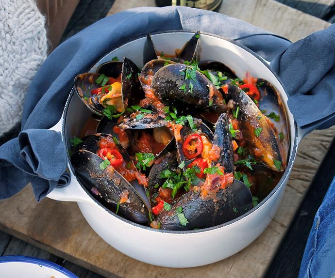 Mussels in chilli tomato broth