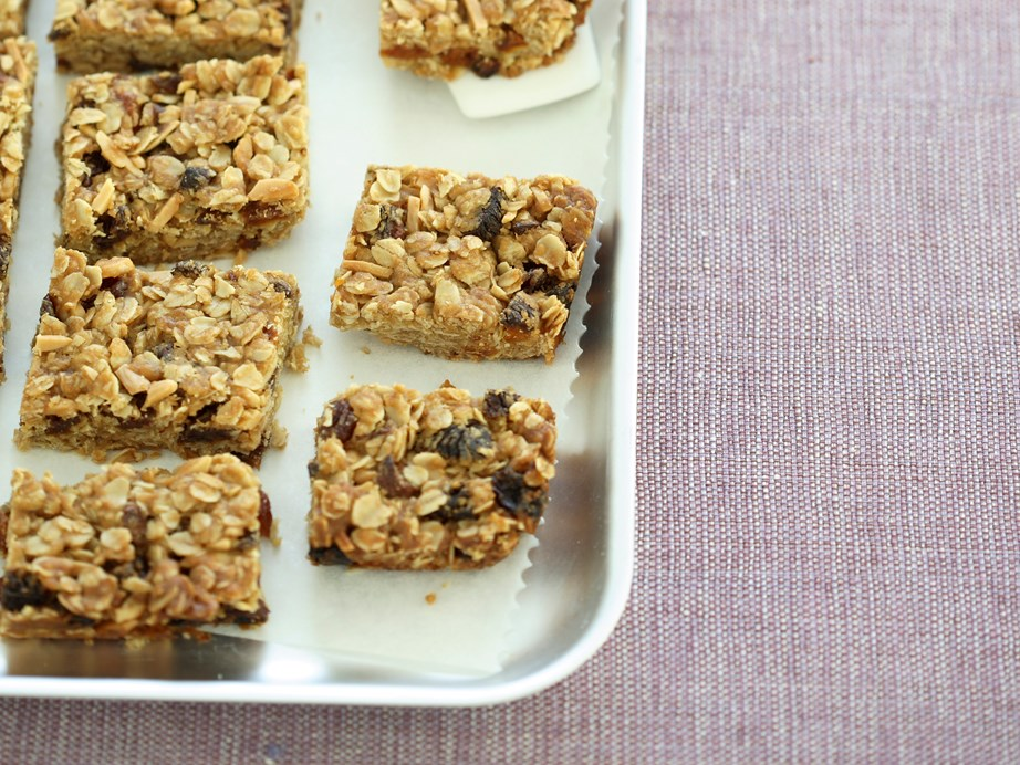 "This **[oat and fruit slice](https://www.womensweeklyfood.com.au/recipes/oat-and-fruit-slice-28145|target=""_blank"")** is a toasty combination of wholesome oats and sweet dried fruits."