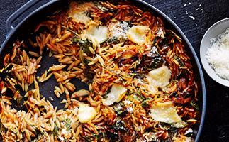 Spinach, mushroom and mozzarella risoni bake