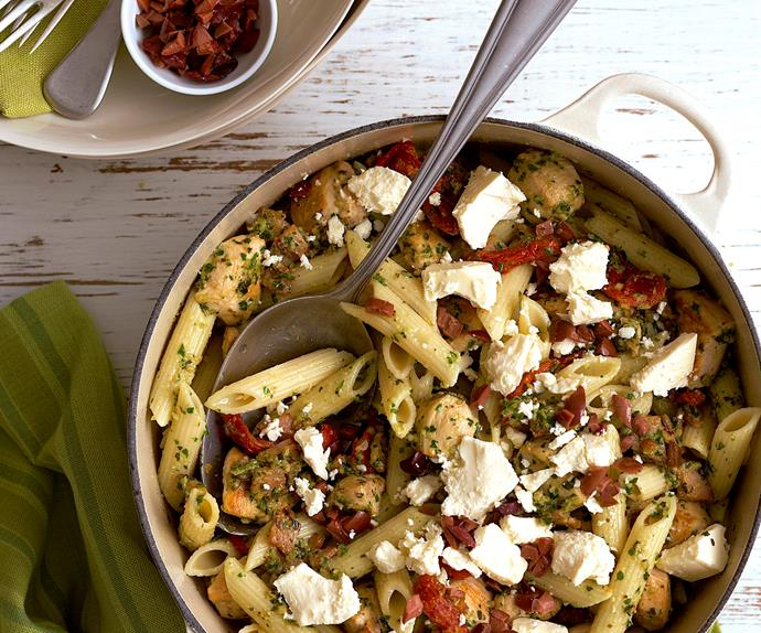 Pesto penne with chicken, bacon and feta