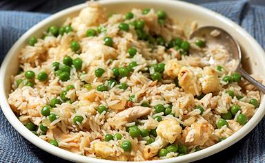 Spiced rice with chicken and peas