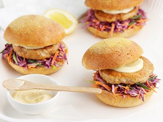 Tuna burgers with coleslaw