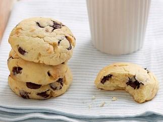 White and dark choc-chip cookies