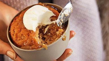 Caramel self-saucing puddings