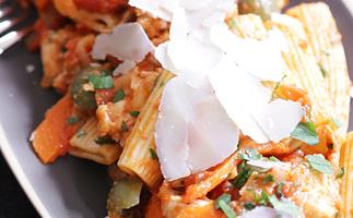 Rigatoni with braised chicken and olives