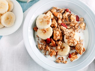 Almond, apple and goji berry muesli