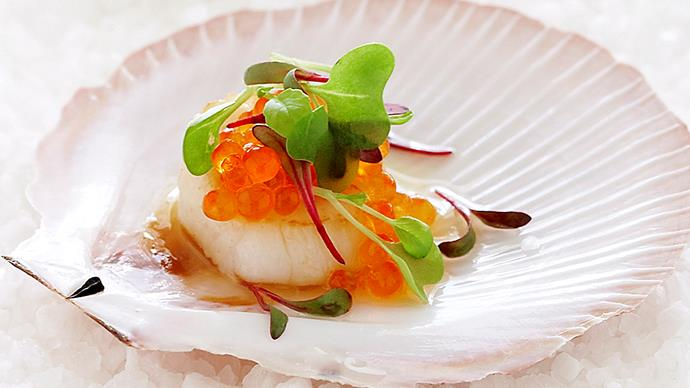 Seared scallops with salmon pearls