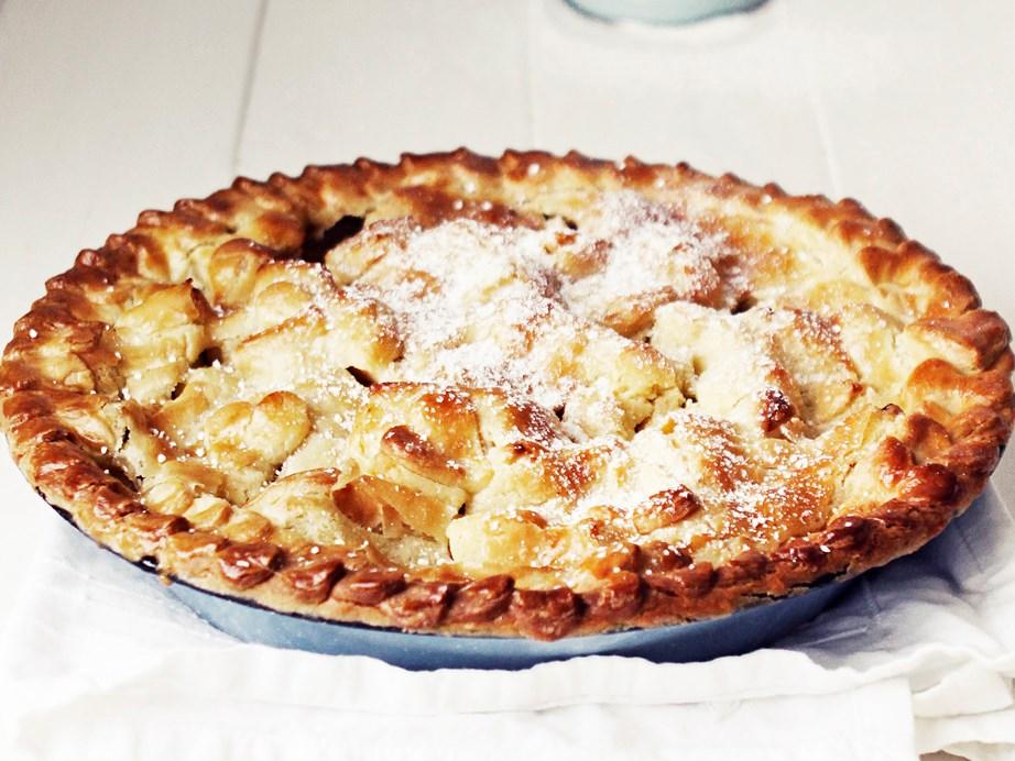 "**[Easy apple pie](https://www.womensweeklyfood.com.au/recipes/easy-apple-pie-16409|target=""_blank"")**"
