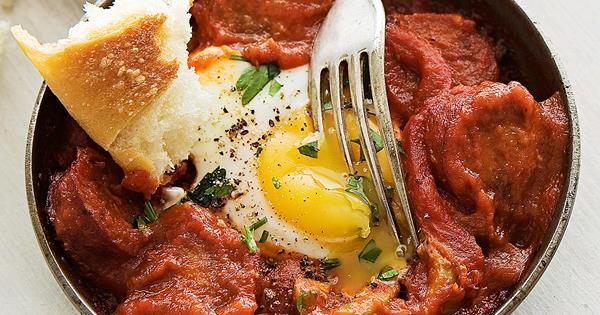 Mediterranean eggs with sausage