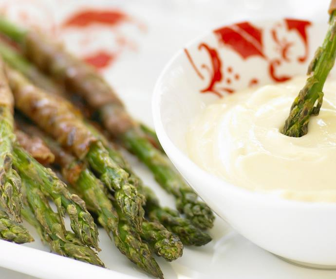 proscuitto-wrapped asparagus spears with aioli