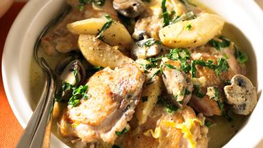 Chicken and fricassee with pear and spinach