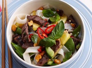 Chilli pineapple beef salad