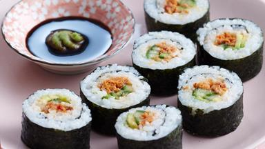 Chilli salmon sushi