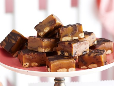 Fruit and nut fudge