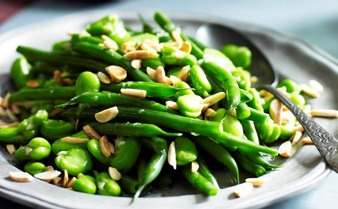 Mixed beans with almonds