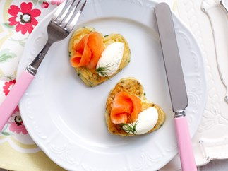 Omelette hearts with smoked salmon