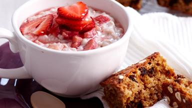 Rhubarb porridge with date and oat slice