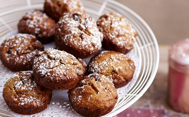 Wholemeal caramel date muffins