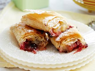 Apple and rhubarb strudel rolls