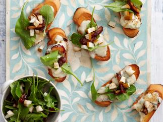 Blue cheese and pear bruschetta