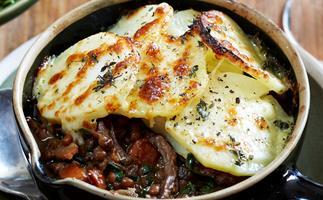 Braised steak and lentil casserole