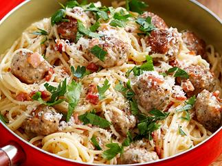 Classic carbonara with chicken mini meatballs