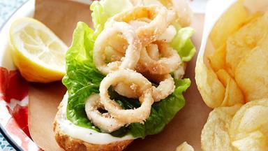 Crispy calamari and aioli buns