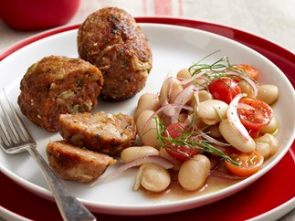 Fennel sausages with salad