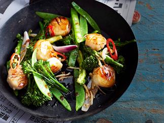 Stir-fried scallops with green vegetables