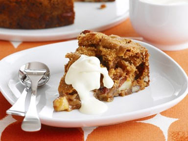 Warm apple cake with pecans