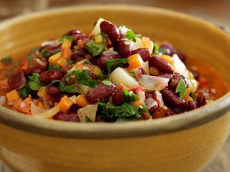 Turkish kidney bean salad (barbunya pilakli)