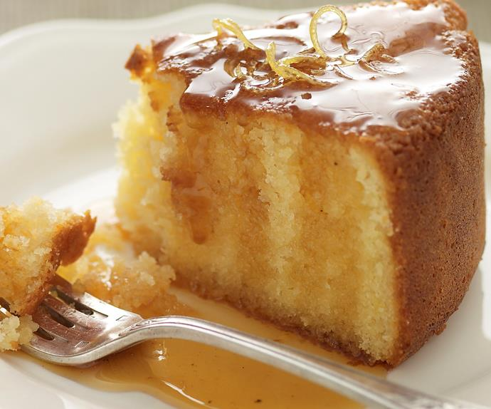 Almond and yogurt lemon cake