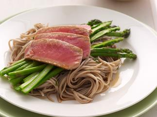Tuna with Soba Noodles and Asparagus