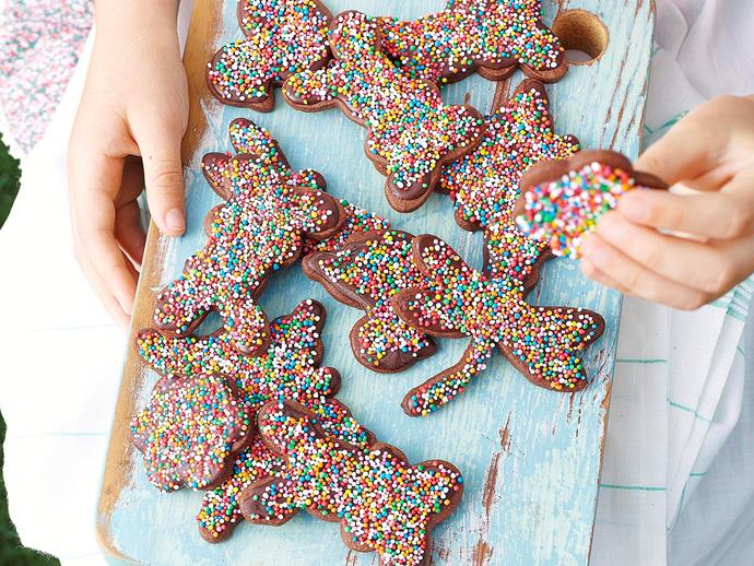 "**[Chocolate Easter freckles](https://www.womensweeklyfood.com.au/recipes/chocolate-easter-freckles-27092|target=""_blank"")**  The kids will love helping out with these cute treats this Easter. Just bake the bickies, smother in melted chocolate then sprinkle with hundreds and thousands."