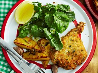 Crunchy veal cutlets with rosemary potatoes