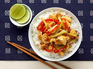 Chicken with cashews in soy bean sauce