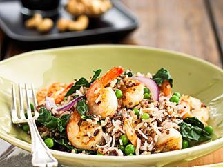 Fried wild rice with prawns and peas
