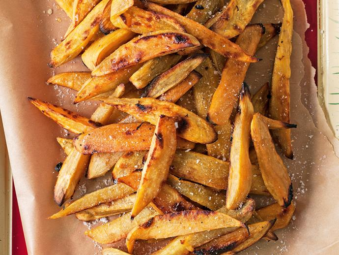 "**[Oven-baked kumara chips](https://www.womensweeklyfood.com.au/recipes/oven-baked-kumara-chips-20690|target=""_blank"")** Put a healthy swing on hot chips with these beautiful home-baked kumara chips. We've used sweet potato in this recipe to lower the starch content, but maximise flavour. Enjoy!"