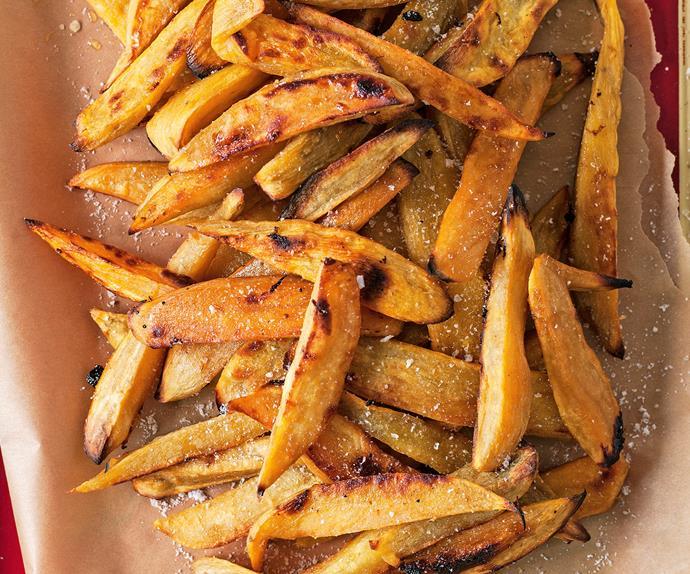 Oven-baked kumara chips