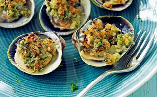 Crunchy baked clams