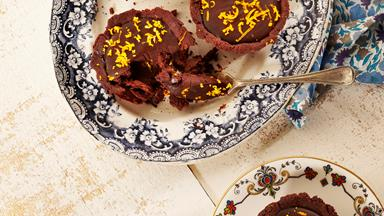 Dark chocolate tarts with cinnamon and orange zest